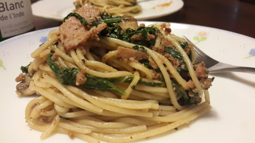 A serving of spaghetti tossed with spinach, mushroom and minced beef