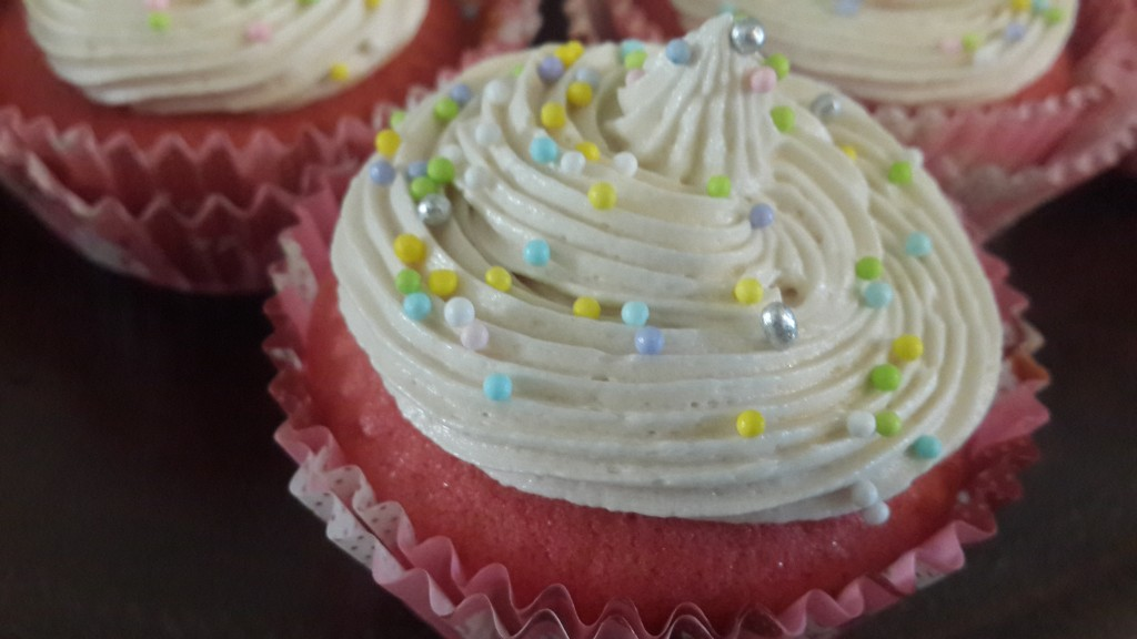 Cupcake with cream cheese buttercream frosting